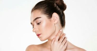 5 Cara Mudah Ampuh Mengatasi Leher Hitam Pasca Melahirkan