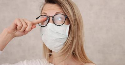5 Tips agar Lensa Kacamata Tidak Berembun saat Pakai Masker