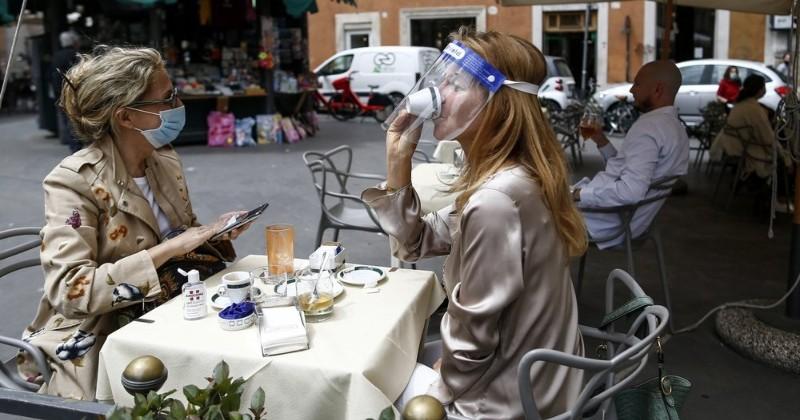 Tips Makan di Restoran saat New Normal, pilih Duduk di Luar ...