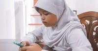 Demi Ikut UTS saat Pandemi, Ini Kisah Perjuangan Anak di Bukit Menoreh