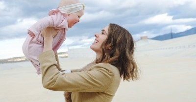Lakukan Sejak Dini, Tips Mudah Membangun Ikatan Emosional Bayi