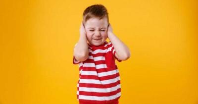 7 Tips dalam Mengatasi Anak Takut akan Suara Keras