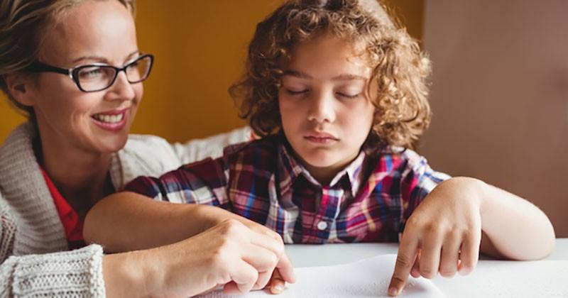 10 Metode Dan Media Pendidikan Terbaik Untuk Anak Tunanetra Popmama Com