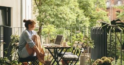 Nggak Pu Lahan Luas, Cek 5 Tips Berkebun Balkon Apartemen Ini