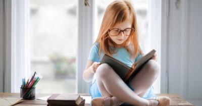 5 Alasan Orangtua Patut Bangga Anak Pu Hobi Baca Buku
