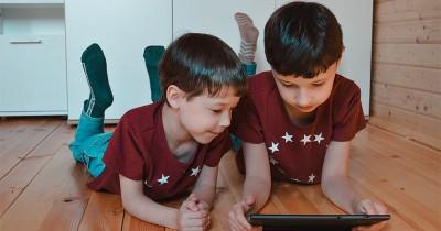 7 Cara Efektif Mengatasi Anak Kecanduan Gadget saat Rumah Saja