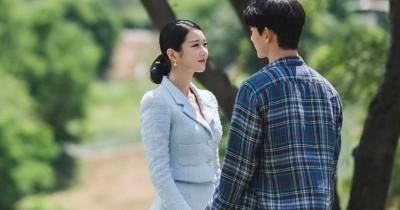 7 Gaya Elegan & Vintage Ko Moon Young Drama 'Its Ok to Not Be Okay'