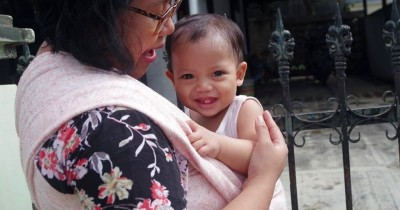 Bukan Cuma bagi Bayi, Ini 5 Manfaat Menggendong bagi Ibu Menyusui