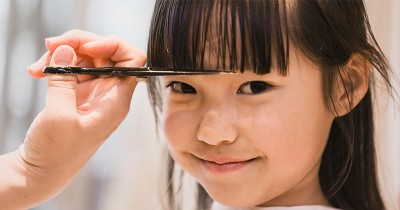 6 Langkah Memotong Poni Anak Perempuan Sendiri Rumah