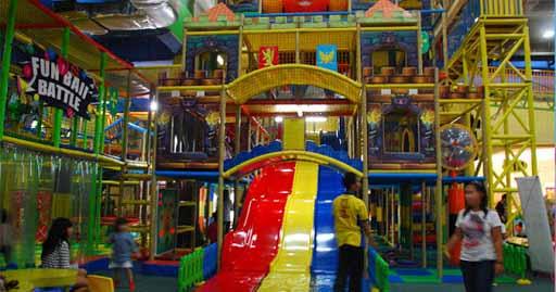 4. Lollipop's Playland and Café