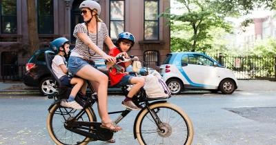 5 Cara Aman Membonceng Anak saat Naik Sepeda