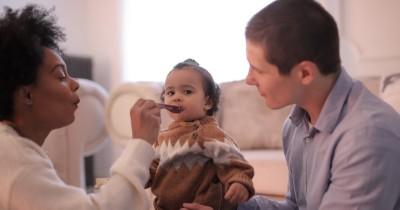 Mitos Bisa Sebabkan Cacingan, Bolehkah Bayi Makan Malam