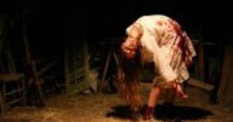 2. Pemeran utama The Exorcism of Emily Rose (2005) sering diganggu entitas tak kasat mata hingga pulang ke rumahnya