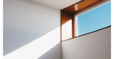Cara Membuat Ruangan Lebih Terang Tanpa Penambahan Lampu