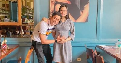 Menanti Anak Pertama, Ini 9 Potret Bahagia Adly Fairuz Istri