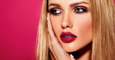 5 Penyebab Lipstick Cepat Memudar saat Dipakai