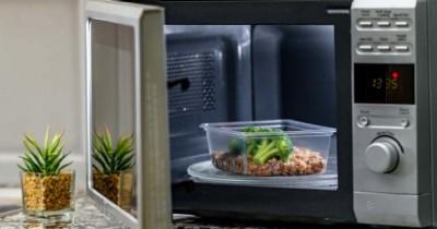 Ingatkan Anak, 5 Makanan Pantang dimasukkan Ke Microwave