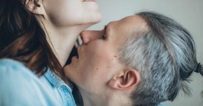 5 Gaya Bercinta Liar Perempuan Bertubuh Mungil
