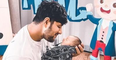 10 Potret Kompak Ammar Zoni dan Baby Air, Like Father Like Son!