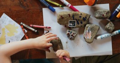 5 Macam Seni Rupa Terapan yang Bisa Dibuat Anak saat di Rumah Saja