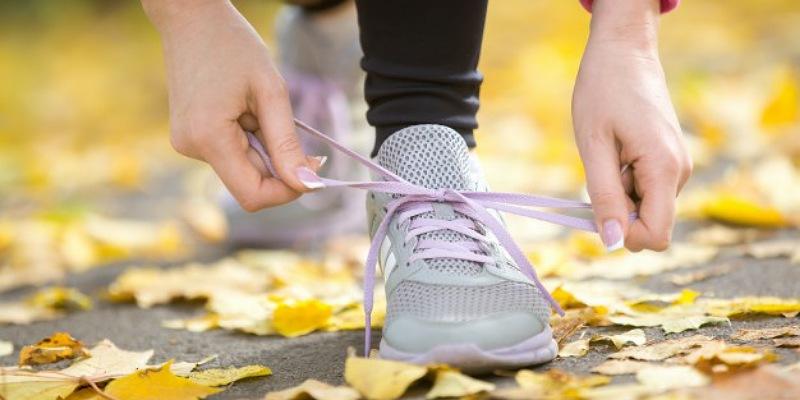 1. Memakai sepatu jogging tepat melindungi kaki