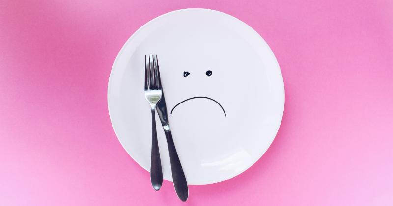1. Melakukan diet ketat tanpa pendampingan ahli gizi