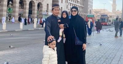 Eksklusif Bawa Anak Saat Umroh, Begini Cara Nina Zatulini Atasi Anak Tantrum saat Traveling
