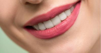 5 Tips Mudah agar Lipstik Awet Tidak Menempel di Masker