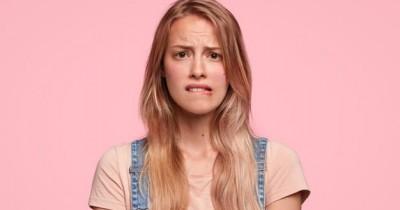 Benarkah Menggaruk Kulit saat Menstruasi Memicu Stretch Mark?