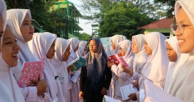 Komentar Mendikbud Nadiem & MUI Soal Kasus Siswi Non-Muslim Padang