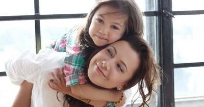 Penyebab Anak Posesif Sang Mama Ketahui Cara Mengatasinya