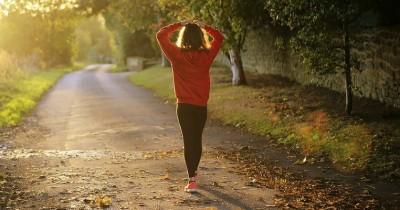 5 Tips Berjalan Kaki untuk Menurunkan Berat Badan