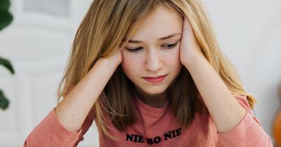 6 Cara Membantu Anak Remaja Mengalami Anxiety