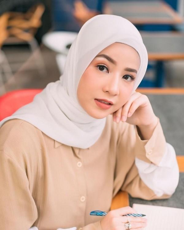 5 Tutorial Hijab Pashmina Yang Mudah Dan Stylish Popmama Com