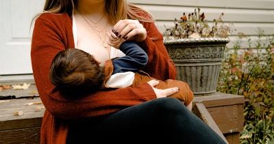 Lakukan Ini Melepaskan Gigitan Bayi ketika Menyusu
