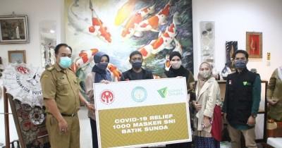 Peduli Kesehatan, Vivi Zubedi Bagikan 1000 Masker Kain Motif Batik