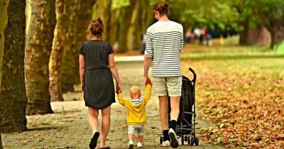 5 Perbedaan Cara Pola Asuh Orangtua Asia Eropa