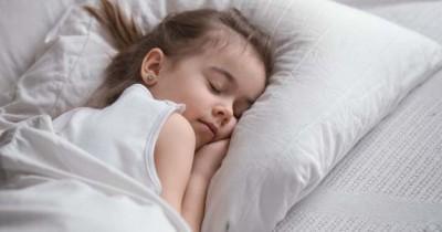 Mengintip 8 Kebiasaan Tidur Anak Berbagai Negara