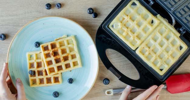 2. Cara membuat waffle almond menggunakan alat waffle maker
