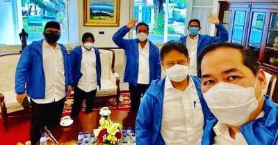 Fakta Jaket Biru 6 Menteri Baru Jokowi, Sudah Tahu Mereknya?