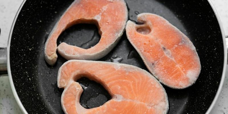 2. Memasak ikan terlalu lama daging akan menjadi hancur