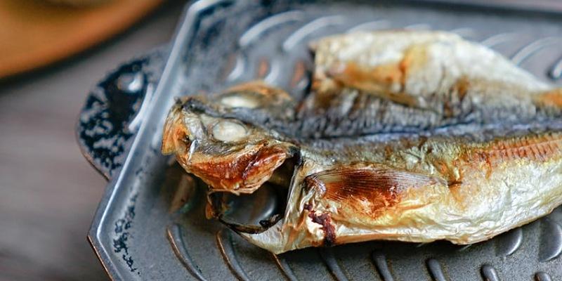 4. Sering membolak-balik ikan akan mengurangi rasa
