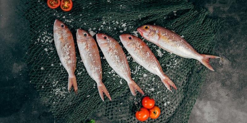 5. Menabur garam terlalu banyak membuat ikan menjadi lembek