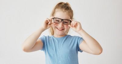 7 Rekomendasi Frame Kacamata Remaja Perempuan