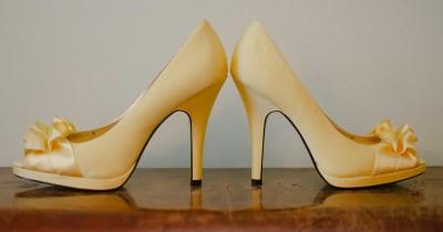 5 Cara Melonggarkan Sepatu Kekecilan