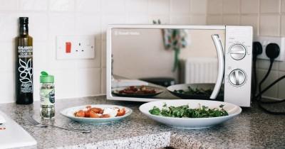 Cara Membersihkan Microwave Tepat Nggak Bikin Cepat Rusak
