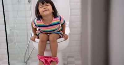 Si Kecil Menolak Toilet Training Duh, Apa Harus Dilakukan