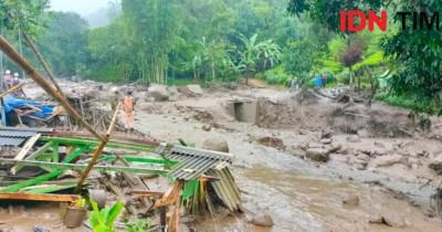 Gunung Mas Puncak Banjir Bandang, Lebih Dari 400 Warga Dievakuasi