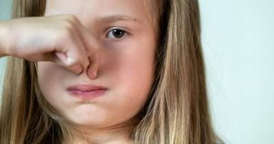 12 Cara Alami Mengatasi Rambut Bau Remaja