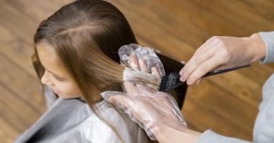 Tren Mewarnai Rambut, ini Dampak Bleaching bagi Anak Remaja